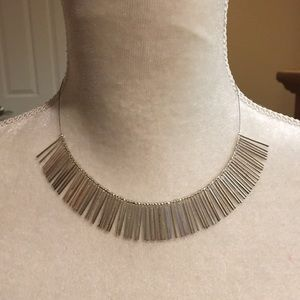 Jewelry - Silver fringed wire necklace
